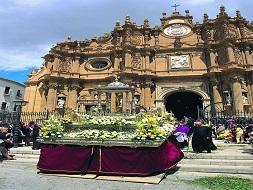 Patron de la ville de Guadix, San Torcuato, férié à Guadix, Procession entre la cathédrale et la porte de San Torcuato, fête de guadix, procesion San Torcuato de la catedral de Guadix, el patron de la ciudad de Guadix